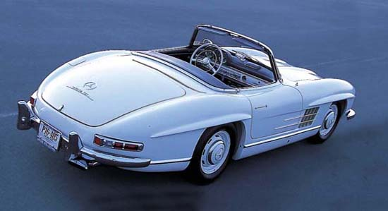 A most seductive shape. As did the Gullwing, the new roadster exuded power and speed, even when at rest.